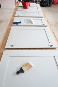 Spray Paint Cabinets, Best Cabinet Paint, Kitchen Cabinet Colors, Kitchen Paint, Painting Cabinets, Painted Bathroom Cabinets, Kitchen Decor, Painting Furniture, Crafts