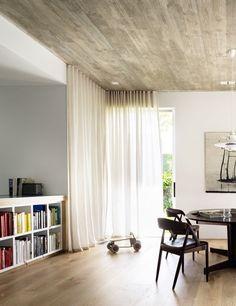 PADDINGTON VILLA | alwill  #interiors #diningroom #wood #curtains #bookshelf