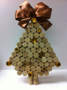 Handmade Christmas Trees made of Wine Corks - 15 Creative DIY Wine Cork Christmas Decorations