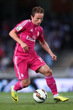 Luka Modric of Real Madrid CF runs with the ball during the La Liga match between Real Sociedad de Futbol and Real Madrid CF at Estadio Anoeta on August 31, 2014 in San Sebastian, Spain.