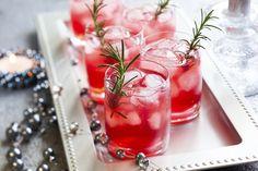 Voilà, ça y est, nous sommes victimes de la cocktail-mania !Nos soirées se transforment en concours du plus joli verre, du plus savoureux, du plus coloré...