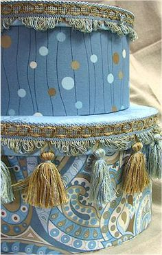 Blue hat boxes - Tassels are cool Shabby Chic Boxes, Vintage Hat Boxes, Paper Mache Boxes, Passementerie, Pretty Box, Altered Boxes, Craft Box, Treasure Boxes, Tin Boxes