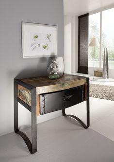 Nachtkonsole der INDUSTRIAL-Serie. Neben dem coolen Industrie-Flair begeistert auch die kreative Kombination aus neuen und aufbereiteten Materialien, wie Altholz und Eisen. #möbel #möbelstücke #schlafzimmer #bedroom #holz #echtholz #massivholz #altholz #wood #wooddesign #woodwork #interior #homedecor #decor #storage #einrichtung #furniture #ideas #industrial #industrialchic #altholz #eisen #iron #nachtkonsole #nachtschränkchen #nachttisch #nachtkästchen #bedsidetable #nightstand…