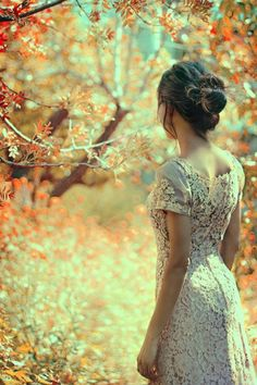 """""""Desejo que encontre maneiras para se fazer feliz no intervalo entre o instante em que cada dia acorda e o instante em que ele se deita pra dormir... Que se sinta livre e louco o bastante pra deixar a sua essência florir.""""                               (Ana Jácomo)"""