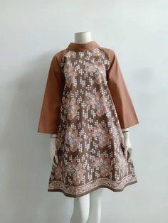 Dress Brukat, The Dress, Blouse Batik Modern, Model Dress Batik, Dress Batik Kombinasi, Batik Blazer, Whatsapp Text, Model Kebaya, Batik Solo