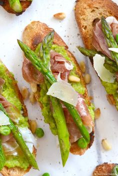 Bruschetta with Sweet Pea Pesto, Prosciutto & Asparagus - Ciao Chow Bambina Healthy Appetizers, Appetizers For Party, Appetizer Recipes, Clean Eating Snacks, Healthy Eating, Tapas, Prosciutto Asparagus, Sandwiches, Appetizers