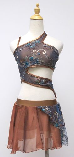 Needs a lot of fabric around the middle, but this is gorgeous!