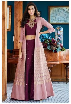 Party Wear Indian Dresses, Designer Party Wear Dresses, Party Wear Lehenga, Indian Gowns Dresses, Kurti Designs Party Wear, Indian Fashion Dresses, Dress Indian Style, Indian Wedding Outfits, Indian Designer Outfits