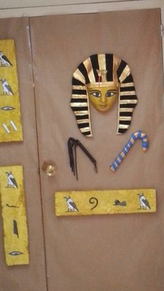 Puerta de la clase Egyptian Mask, Egyptian Party, Egyptian Costume, Bible Museum, Cultures Du Monde, Egypt Art, History For Kids, Victorian Dolls, Class Decoration