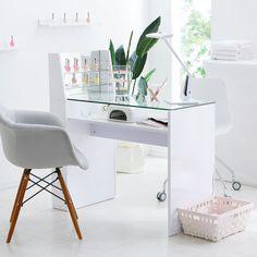Home Nail Salon, Nail Salon Design, Hair Salon Interior, Salon Interior Design, Modern Nail Salon, Beauty Room Decor, Beauty Room Salon, Nail Desk, Nail Room