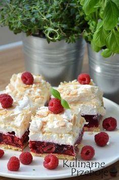 Malinowa chmurka. Ciasto na kruchym spodzie. Ciasto z owocami. Ciasto z malinami i bezą. Ciasto z malinami, kremem i bezą. Malinowa chmurka z bezą, galaretką i kremem śmietankowym. Ciasto na Święta. Ciasto na Wielkanoc. Ciasto na Boże Narodzenie. Ciasto urodzinowe. Ciasto na urodziny. Pyszne ciasto z malinami. Best Cake Recipes, Sweet Recipes, No Bake Desserts, Dessert Recipes, Sweet Bakery, Just Cakes, Polish Recipes, Dessert For Dinner, Special Recipes