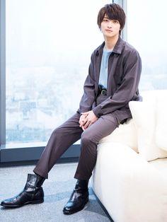 年下美青年がガチで憧れる「可愛げのある大人」って Asian Men Fashion, Japan Fashion, Boy Poses, Male Poses, Beautiful Boys, Pretty Boys, Man Anatomy, Human Poses Reference, Sitting Poses
