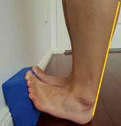 Do you want to fix your flat feet? Here is a list of the best exercises on how to fix flat feet. Eliminate your fallen arches and regain your foot arch! Ankle Strengthening Exercises, Foot Exercises, Stretches, Plantar Fasciitis Exercises, Foot Pain Relief, Hip Problems, Flat Feet, Calf Muscles, Health And Beauty Tips