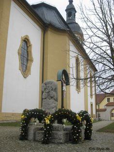 Osterbrunnen 2016 an der Pretzfelder Kirche