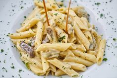 Chicken Alfredo with Penne. Who else prefers the penne over fettuccine- let us know in the Chicken Alfredo with Penne. Who else prefers the penne over fettuccine- let us know in the comments! Healthy High Calorie Foods, High Calorie Meals, Healthy Food, Healthy Cooking, Healthy Recipes, Creamy Mushroom Pasta, Creamy Mushrooms, Mushroom Sauce, Pasta Penne