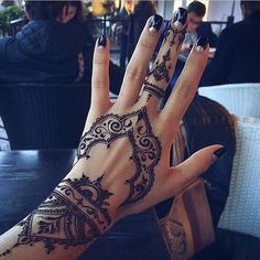25 best hand henna patterns and hand henna ideas for 2018 – STYLEATEAZE.COM - Mehndi Design's - Henna Designs Hand Henna Tattoos, 16 Tattoo, Neue Tattoos, Mehndi Tattoo, Body Art Tattoos, Tattoo Neck, Sleeve Tattoos, Tattoo Quotes, Tattoo Forearm