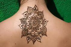 Henna inspired tattoo: reddish brown ink looks great on fair skin. I want one.