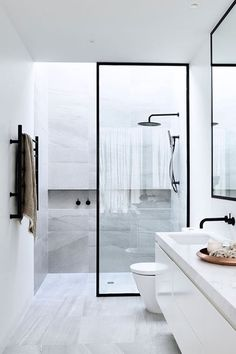 open b&w bathroom