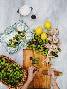 Curing olives