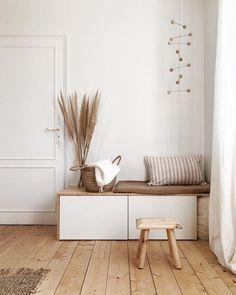 Coin Banquette, Muebles Home, Flur Design, Vintage Porch, Living Room Storage, Scandinavian Interior, Diy Bedroom Decor, Home Decor, Porch Decorating