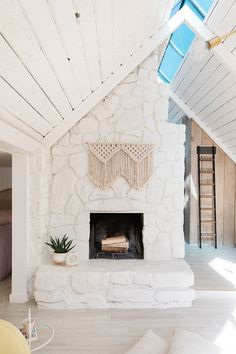 Fantastic Absolutely Free painted Stone Fireplace Thoughts Sarah Sherman Samuel:Aframe the living room & kitchen Living Room Kitchen, Home Decor Trends, Chimney Decor, White Stone Fireplaces, Interior Designers, Bedroom Decor, Trending Decor, Fireplace, Living Room Designs