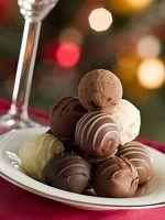 Las trufas de almendra son una rica variación a la receta tradicional de la trufa de chocolate.