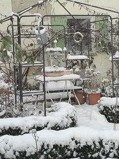 snowy pots