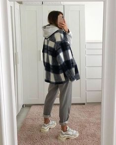 casual outfits for school * casual outfits ; casual outfits for winter ; casual outfits for women ; casual outfits for work ; casual outfits for school ; Winter Mode Outfits, Winter Fashion Outfits, Look Fashion, Fall Outfits, Runway Fashion, Fashion Women, Flannel Outfits, Winter School Outfits, Grunge School Outfits