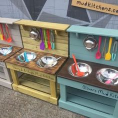 Top 23 cool DIY kitchen pallet ideas you shouldn't missLighting in a kitchen using wooden pallet boards. Top 23 cool DIY kitchen pallet ideas you shouldn't missTop 23 cool DIY kitchen pallet ideas you shouldn't Kids Outdoor Play, Backyard For Kids, Diy For Kids, Outdoor Play Kitchen, Indoor Play, Diy Mud Kitchen, Mud Kitchen For Kids, Wooden Kitchen, Pallet Kids