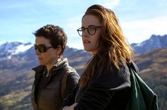 An aging auteur actress (Juliette Binoche) shares the stage with a rising starlet (Chloe Grace Moretz), but Kristen Stewart steals the show in this buzzy Cannes film – 'Clouds of Sils-Maria' Juliette Binoche, French Movies, Classic Movies, The Best Films, Great Movies, Sils Maria Film, Critique Film, Sausage Party, Kristen Stewart Movies