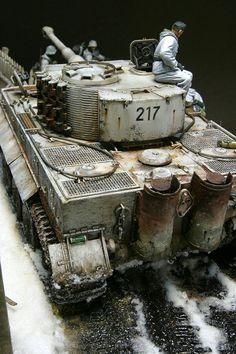 German Tiger I in winter camo Army Vehicles, Armored Vehicles, Trump Models, Panzer Ii, Rc Tank, Tank Armor, Tiger Tank, Tank Destroyer, Model Tanks