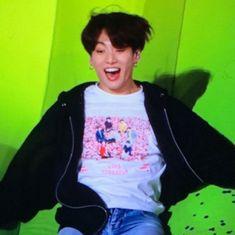 awwee he looks so happy🥺 Jungkook Jeon, Jungkook Cute, Jhope, Bts Taehyung, Seokjin, Hoseok, Namjoon, Jung Kook, Bts Meme