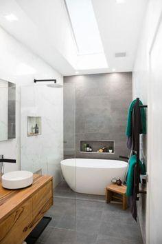 carrelage gris, salle de bain jolie; meuble sous vasque en bois et lavabo rond