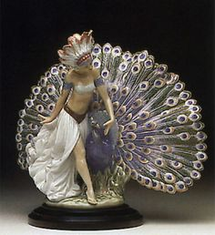 Lladró is a Spanish brand dedicated since 1953 to the creation of art porcelain figurines at the brand's only factory in the world, in Valencia. Porcelain Jewelry, Fine Porcelain, Painted Porcelain, Porcelain Doll, Porcelain Ceramics, Hand Painted, Peacock Decor, Collectible Figurines, Sculpture Art