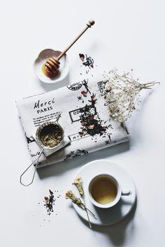 beautiful photography combining tea, flowers, and paris love Coffee Love, Coffee Break, Coffee Cups, Tea Cups, Coffee Shot, Iced Coffee, Food Photography Styling, Food Styling, Chocolate Cafe