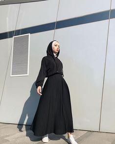 Dijin Ova (@ovadijo) • Instagram fotoğrafları ve videoları Modern Hijab Fashion, Hijab Fashion Inspiration, Muslim Fashion, Modest Fashion, Fashion Outfits, Modest Outfits, Simple Outfits, Long Skirt Fashion, Hijab Trends