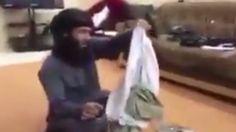 Während die Schreie einer Sexsklavin zu hören sind, lacht ein ISIS-Terrorist…