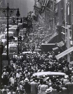 Rush hour on Fifth Avenue, New York City, 1953