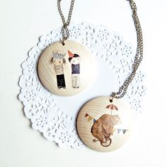 illustrated wooden necklace