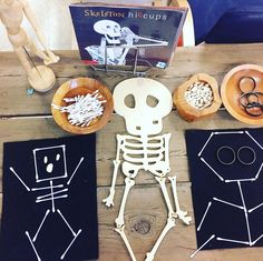 Spooky Hallowe'en Provocations Hallowe'en is such a fun time of the year for children and such a great opportunity for educators to leverage intentional learning based on child-led interests. Below are some experiences tha… Theme Halloween, Halloween Science, Preschool Halloween, Spooky Halloween, Halloween Ideas, Halloween Activities For Preschoolers, Halloween Makeup, Body Preschool, Halloween Designs