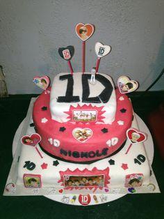 One direction cake One Direction Cakes, Brookies, I Love Food, Birthdays, Birthday Cakes, Yum Yum, Ariana Grande, Cake Ideas, Desserts