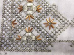 Beaded Embroidery, Cross Stitch Embroidery, Embroidery Designs, Needlepoint Stitches, Needlework, Gold Work, Bargello, Gold Beads, Beading Patterns