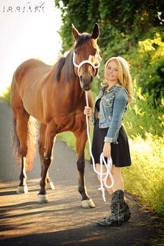 Portrait photographer specializing in high school seniors, bands, head shots and more. Horse Girl Photography, Photography Senior Pictures, Senior Photos, Senior Portraits, Animal Photography, Horse Senior Pictures, Pictures With Horses, Cute Country Girl, Country Life