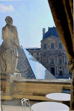 Le Louvre, Richelieu café, Paris © Maelo Paris