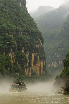 Nadav Kander - Ship heading into mists at yangtze river (the longest river in Asia and the third-longest in the world).