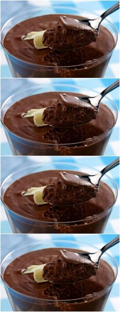 Hot chocolate and whipped cream with coconut - Clean Eating Snacks Chocolate Mouse Recipe, Coconut Hot Chocolate, Homemade Chocolate, Melting Chocolate, Blackberry Syrup, Chocolate Squares, Vegetarian Chocolate, Clean Eating Snacks, Cake Recipes