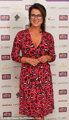 Susanna Reid stuns in plunging dress and glasses at Reality TV Awards Girl Celebrities, Celebs, Susannah Reid, Beautiful Women Over 40, Beautiful Females, Caroline Flack, Tv Girls, Tv Awards, Plunge Dress