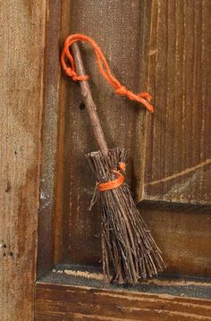 A little broom.plain and simple. for that prim touch! Straw Broom, Brooms And Brushes, Whisk Broom, Halloween Crafts, Halloween Stuff, Simply Shabby Chic, Primitive Crafts, Book Of Shadows, Witch