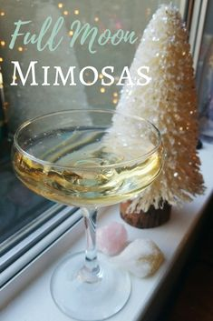 Full Moon Mimosas - The Witch of Lupine Hollow Healthy Cocktails, Fun Drinks, Yummy Drinks, Yummy Food, Alcoholic Beverages, Full Moon Tea, Full Moon Party, Reiki, Moon Spells