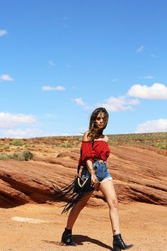 Gipsy inspiration! street style, fashion, hippie, boho, summer, nature, blouse - Forever21, shorts - Levi's, bag - Claire's, shoes and tiara - Asos, blog, Dulceia, Aida, spanish, girl, fringe #cool #summerlook #festivallook